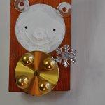 malba na dřevě, kov, plast, rozměry -výška-15cm, šířka- 9cm, tloušťka- 5cm